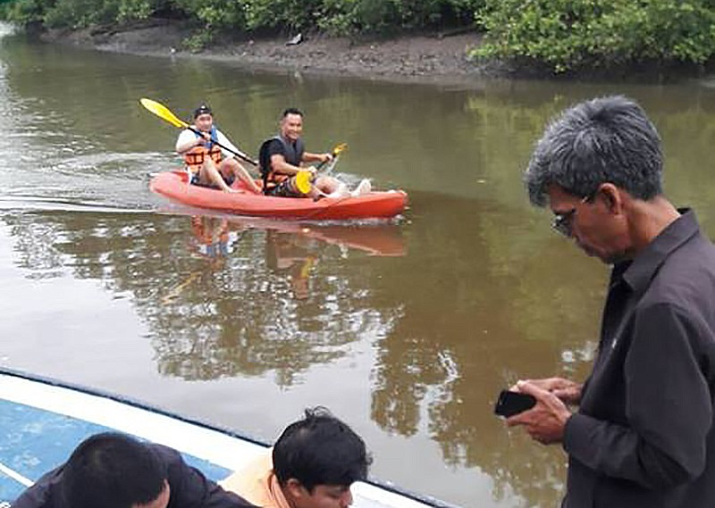 Tourists back on Mudong Canal after frantic clean-up | The Thaiger
