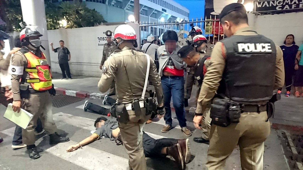 Institute closed for seven days as police break up student gang brawls in BKK | The Thaiger