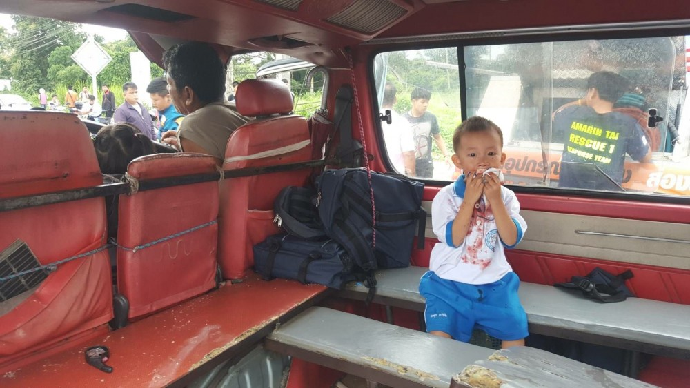Van crash injures 14 pre-schoolers | News by The Thaiger