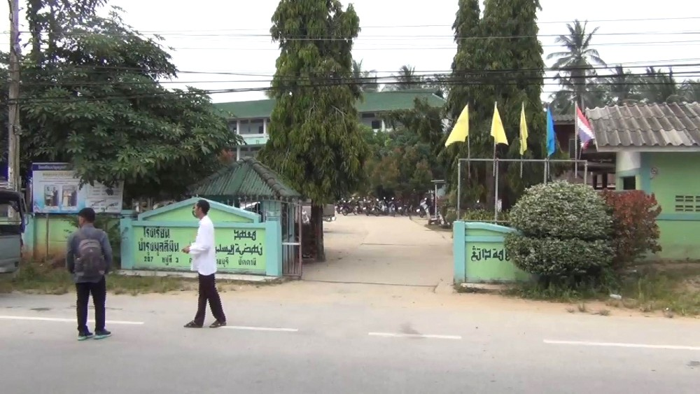 Three year old suffocates in Pattani school van   News by The Thaiger