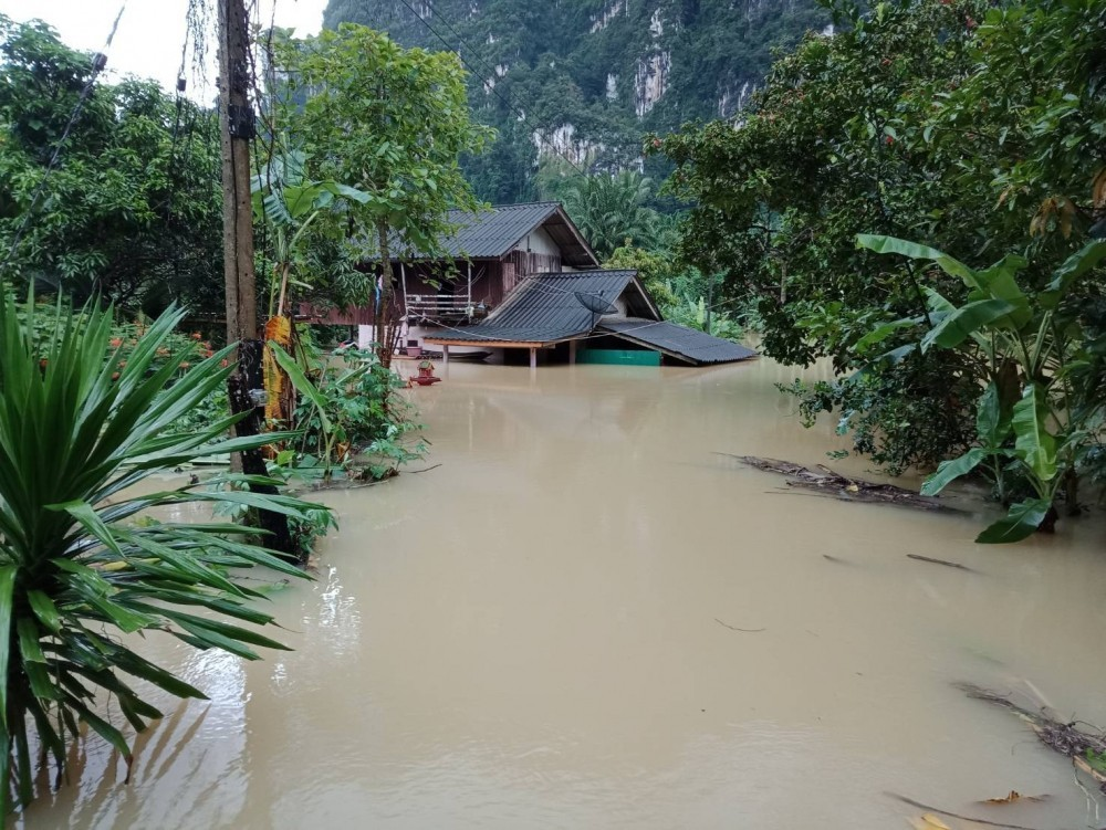 Storms raise flood threats in 37 provinces | News by The Thaiger