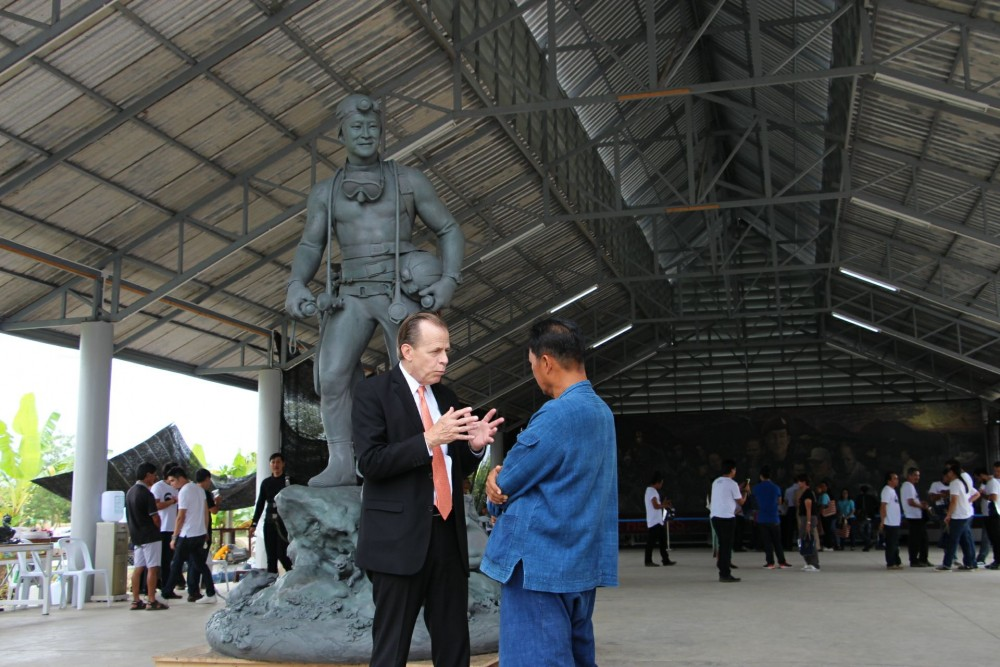 US Ambassador thanks Chiang Rai locals for looking after US rescue team members   The Thaiger