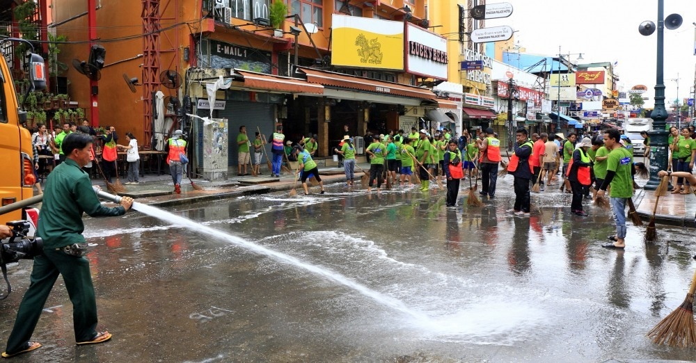 Khao San Road vendors defy BMA's ban on sidewalk trading | News by The Thaiger