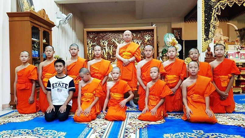 11 of the Mu Pa team complete their ordination, coach Ekkapol stays on | The Thaiger
