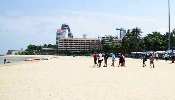 """Enthusiastic Pattaya media claim """"Happy tourists visited in droves over the long weekend."""" 