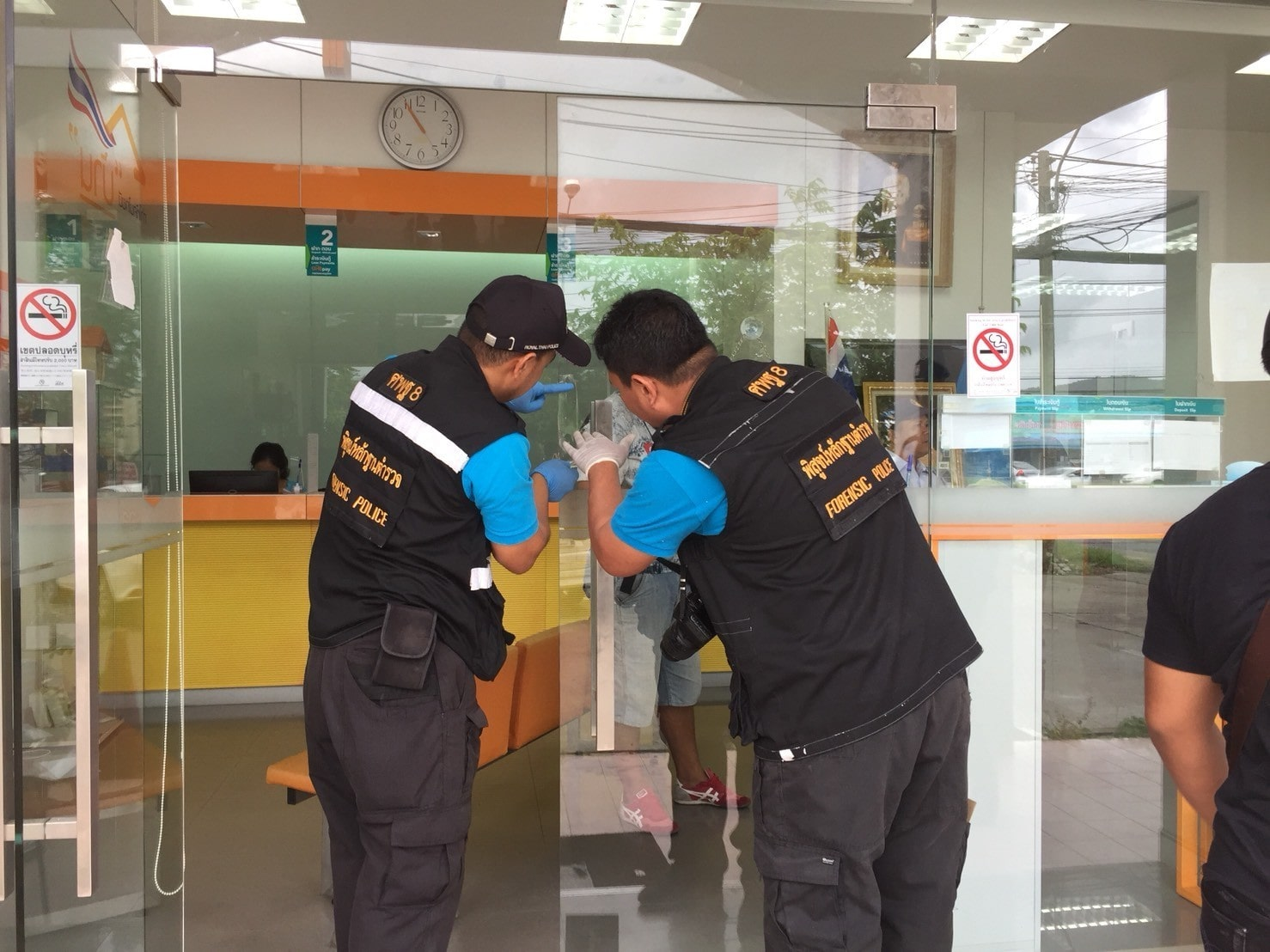 Police are hunting for a Phuket bank robber | The Thaiger