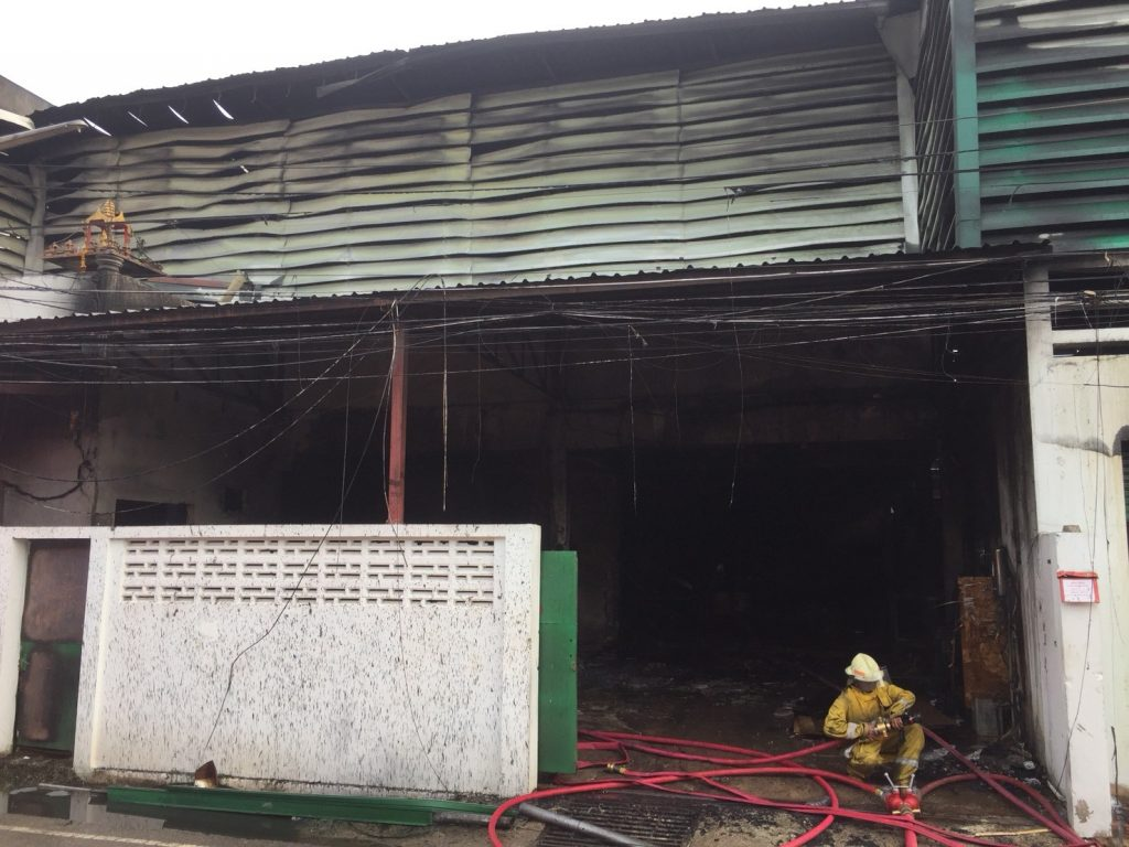 Fire destroys bedding warehouse in Rassada | News by The Thaiger