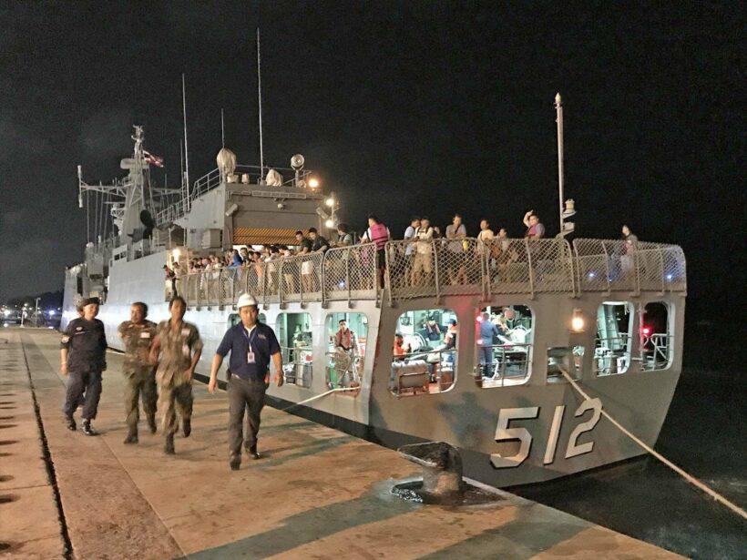 ทัพเรือภาคที่ 3 ส่งเรือรบหลวงนราธิวาสรับนักท่องเที่ยวชาวต่างประเทศที่ติดเกาะราชา | The Thaiger