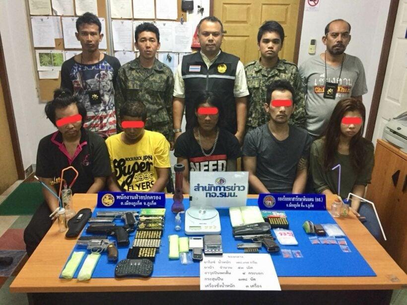ฝ่ายปกครองอ.เมืองภูเก็ต จับผู้ต้องหา 8 คน ยึดอาวุธปืน 4 กระบอก กระสุนปืน178 นัด ยาไอซ์ยาบ้า | The Thaiger