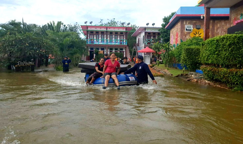 Heavy rains leave provinces on flood alert | News by The Thaiger