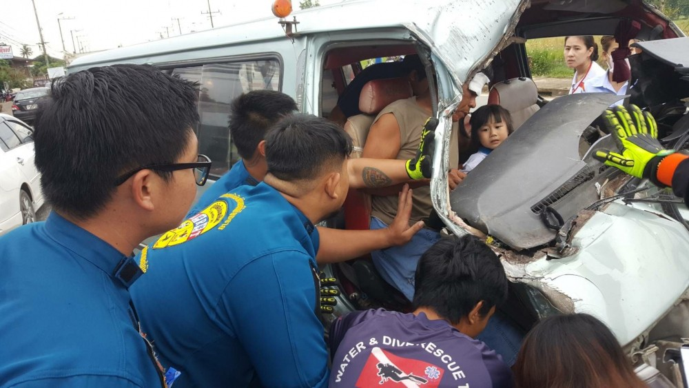 Van crash injures 14 pre-schoolers | The Thaiger