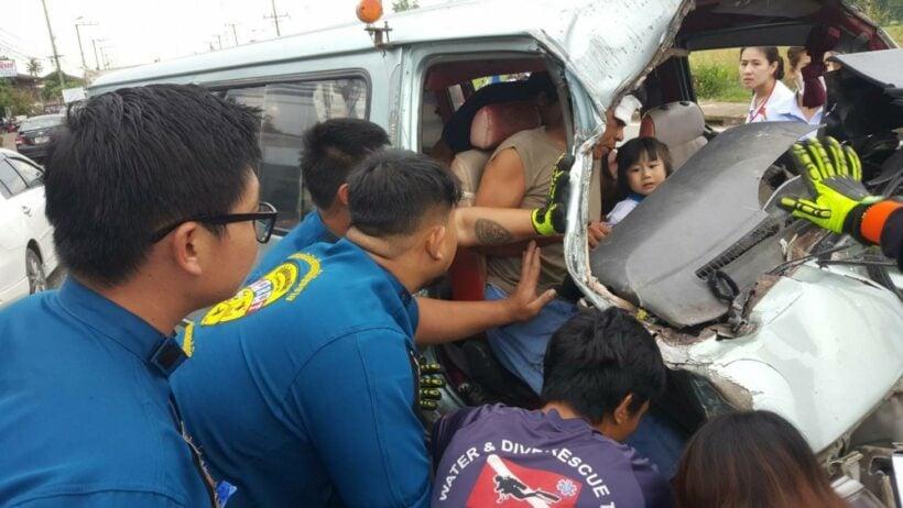 Van crash injures 14 pre-schoolers | The Thaiger