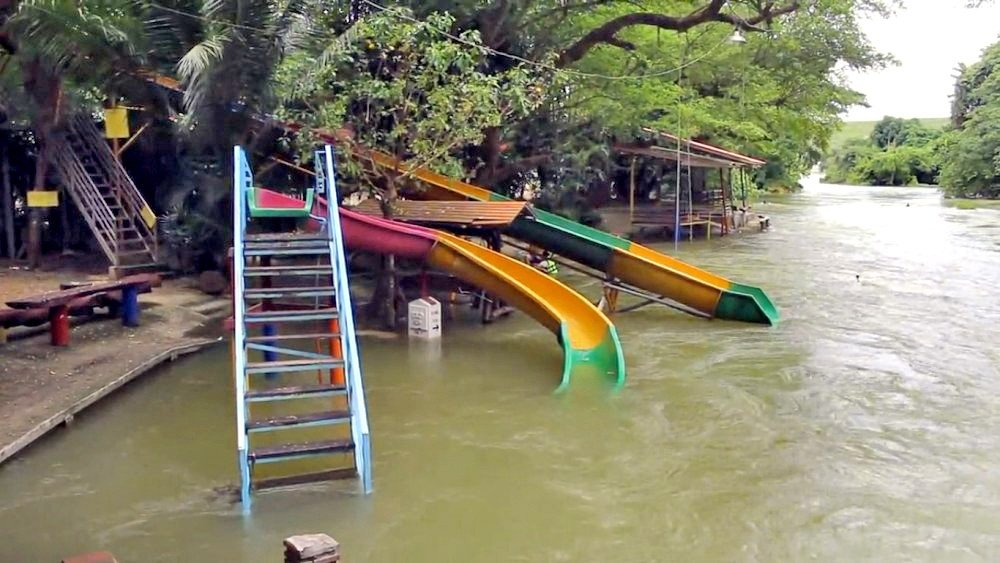 Phetchaburi dams poised to overflow today | The Thaiger