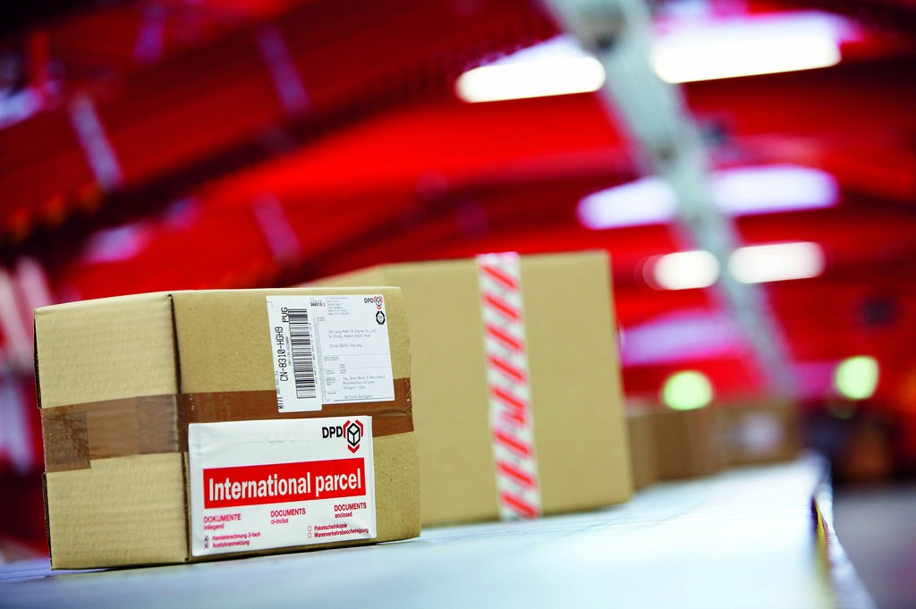 Online shopping attracts attention from Customs Department | The Thaiger