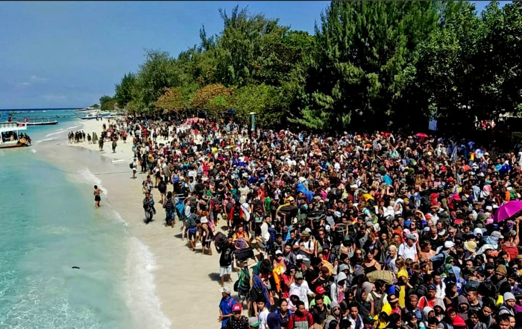 98 confirmed dead. Rescuers fear more as relief pours into Lombok.   News by Thaiger