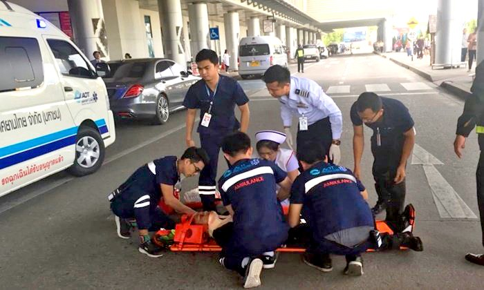 Thai woman takes out guard and four cars after parking fine outside Chiang Mai airport | The Thaiger