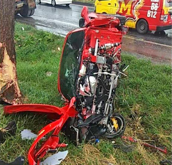 New Ferrari slams into tree in Korat | News by The Thaiger