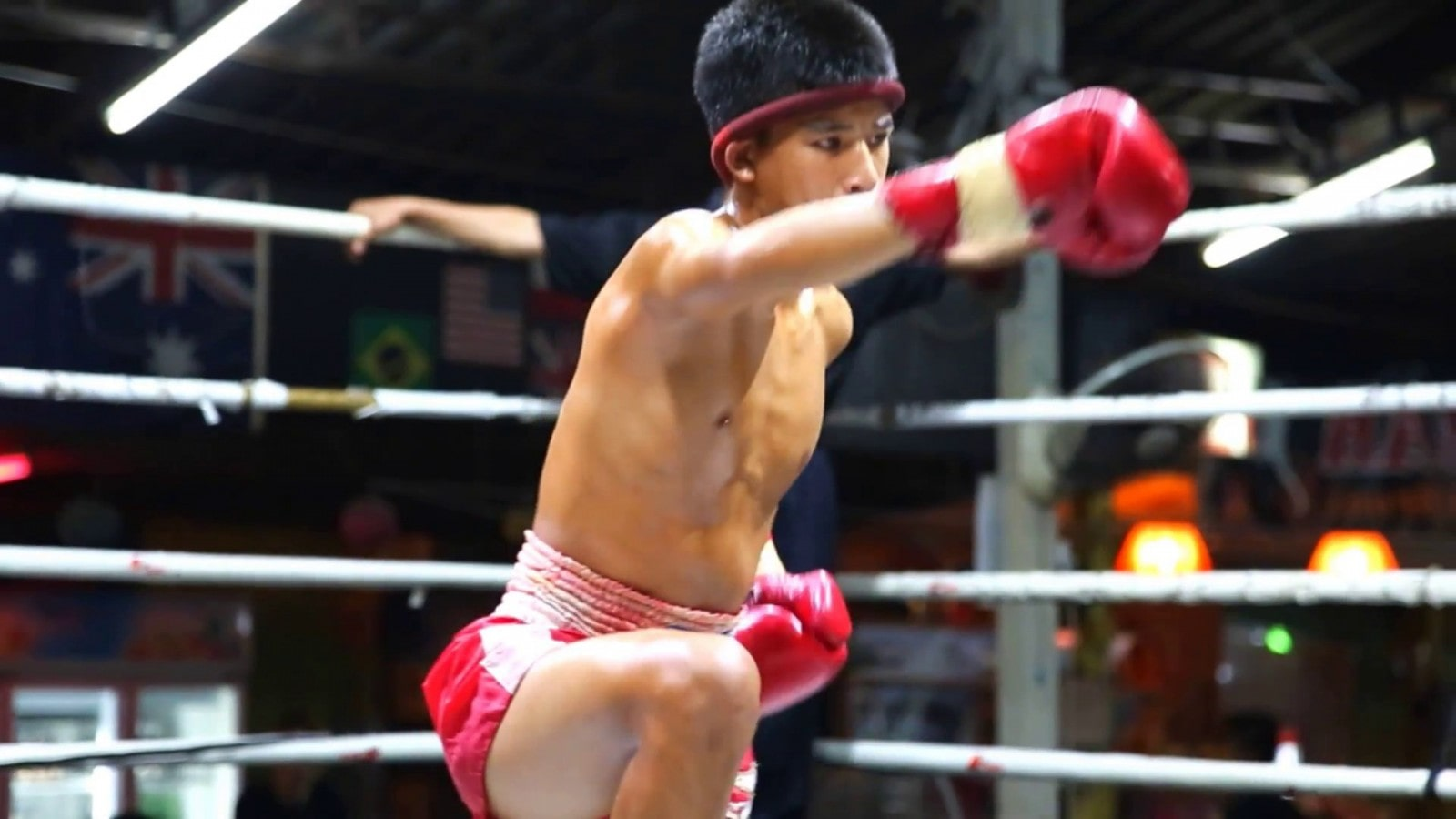 Young Muay Thai fighters exposed to irrepairable brain damage | The Thaiger