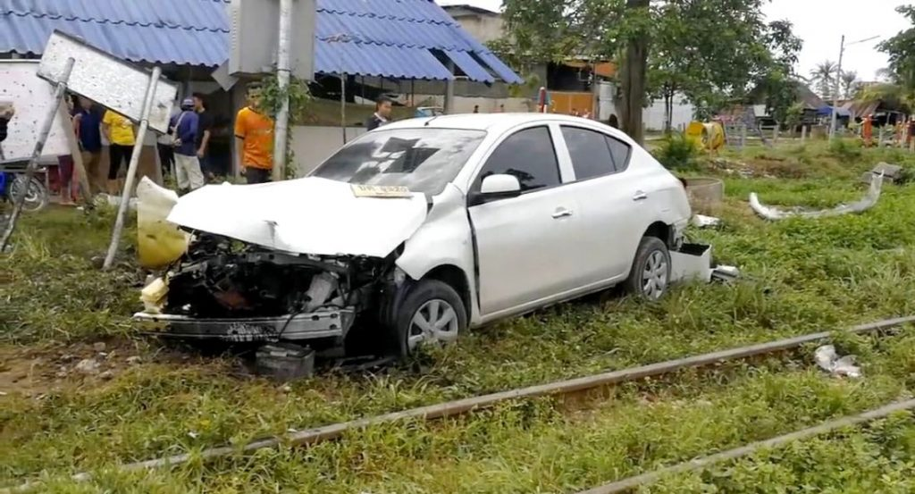 Train hits car in Hat Yai | News by The Thaiger