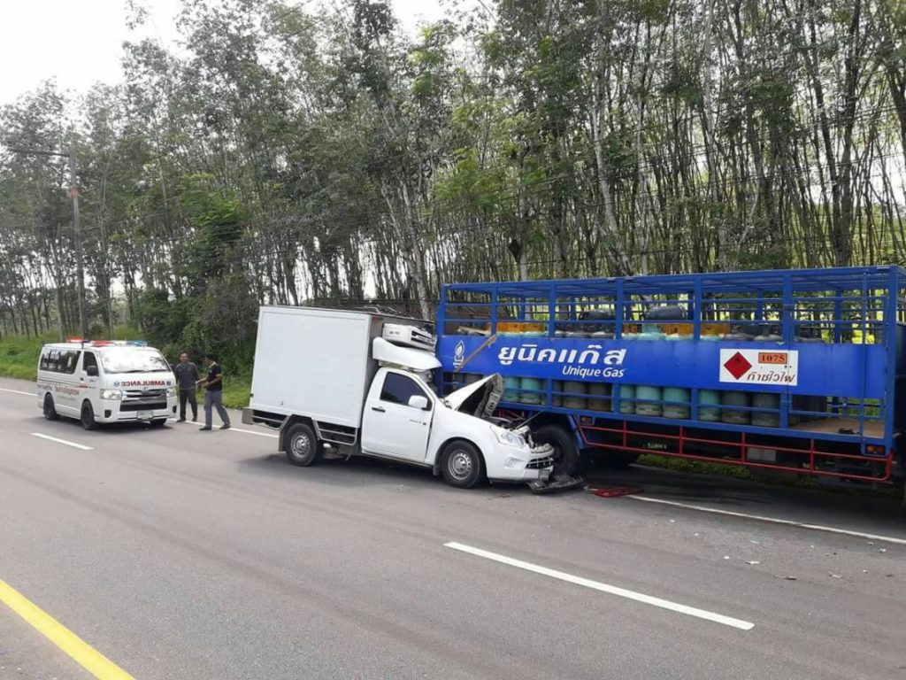 Driver lucky to escape serious injury in gas cylinder truck accident | News by The Thaiger