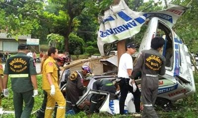 Ambulance slams into tree in Lampang killing three | The Thaiger