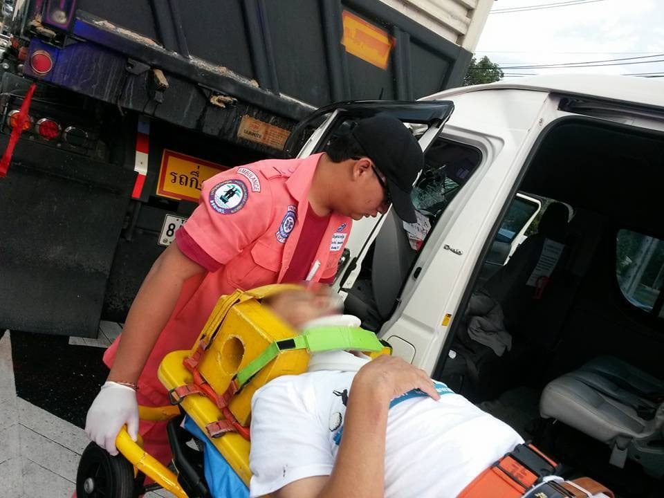 Chinese tourists injured in Phuket minivan accident | News by The Thaiger