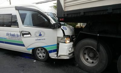 Chinese tourists injured in Phuket minivan accident | The Thaiger