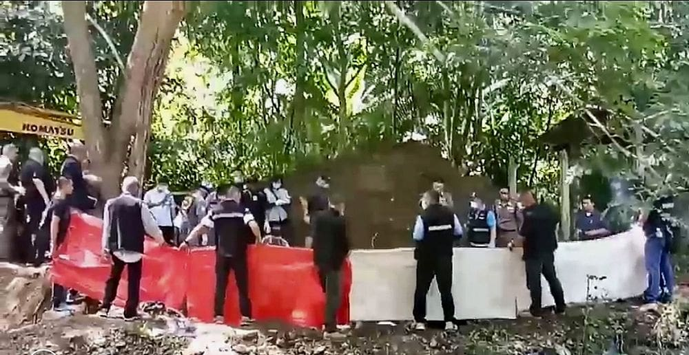 Police find bodies of Briton, Thai wife buried behind their house in Phrae | The Thaiger