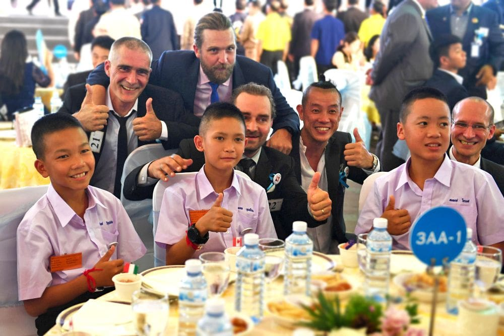 His Majesty honours 188 for their role in Tham Luang cave rescue | News by The Thaiger