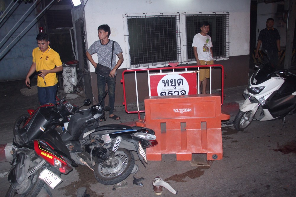 Woman ploughs SUV into Bangkok police checkpoint   The Thaiger