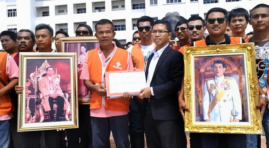 Krabi 'Saleng' taxi drivers protest to be allowed to carry passengers   News by The Thaiger