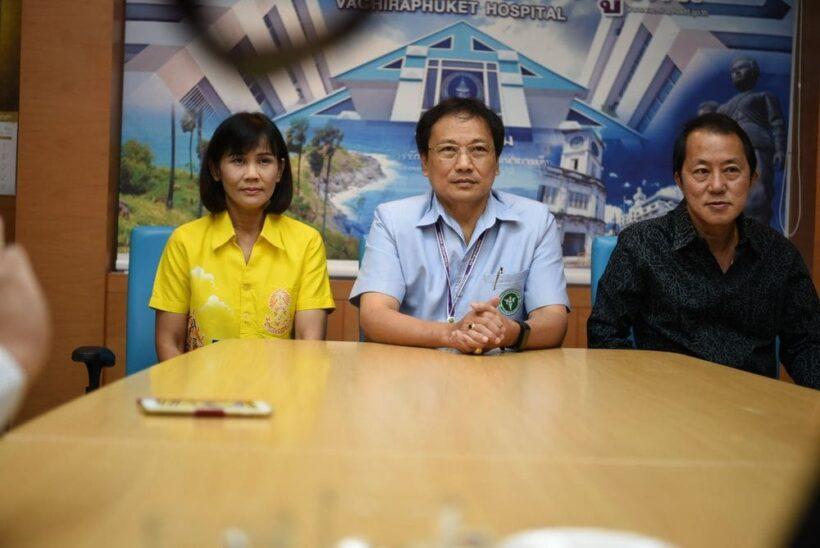 ผู้อำนวยการ รพ วชิระภูเก็ตควงแขนภรรยา แถลงข่าวขอโทษชาวภูเก็ต | News by The Thaiger