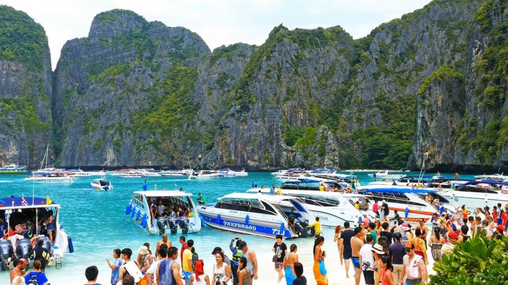 Maya Bay - closed for one extra month | News by The Thaiger