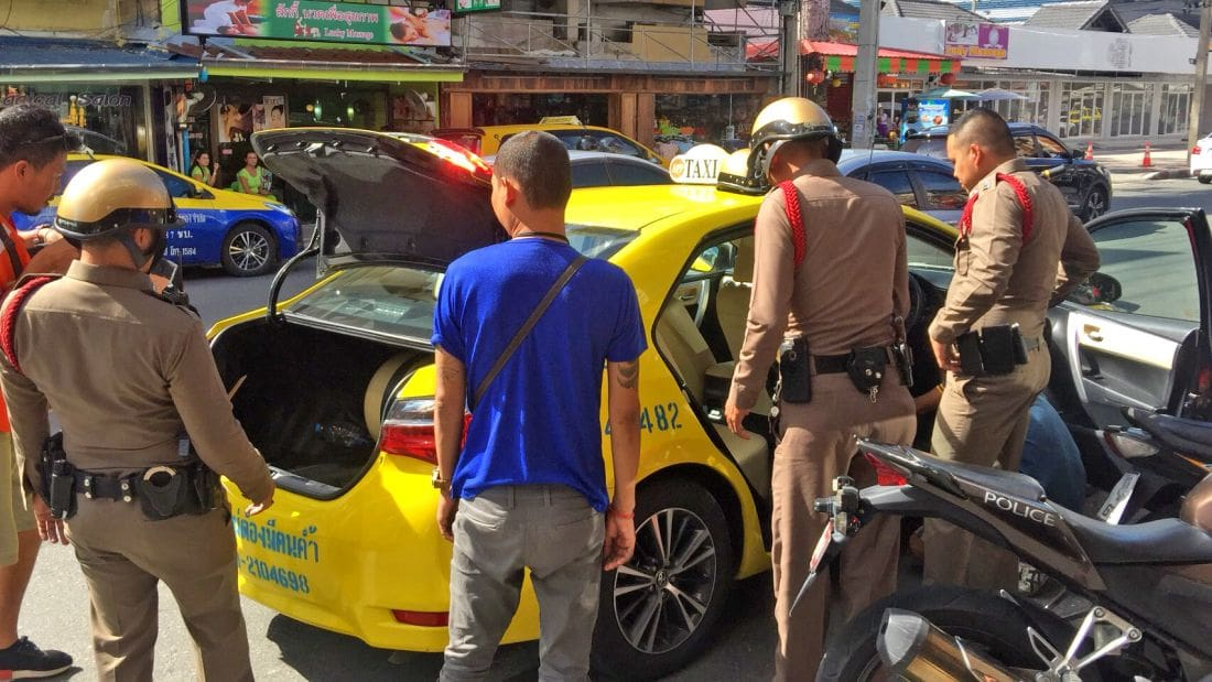 Bangkok cabbie gets surrounded by a gaggle of Pattaya taxi drivers | The Thaiger