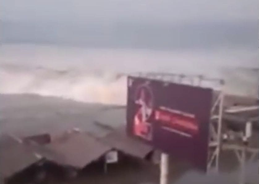Large earthquake in Sulawesi. Palu struck by tsunami. | The Thaiger
