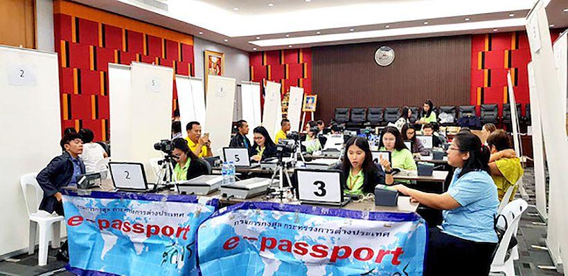Mobile Thai passport office is a hit in Prachuap Khiri Khan   News by The Thaiger