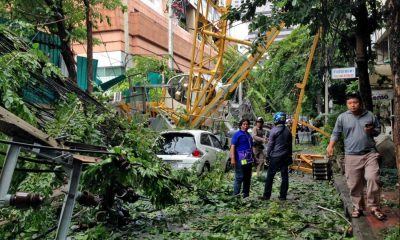 Crane topples in Bangkok soi injuring three | The Thaiger