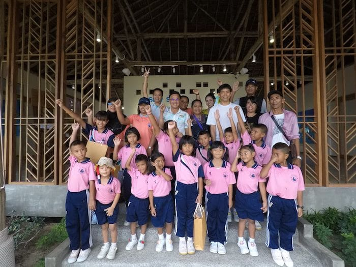 Phi Phi Island Village Beach Resort kick off education program with local schools | News by The Thaiger