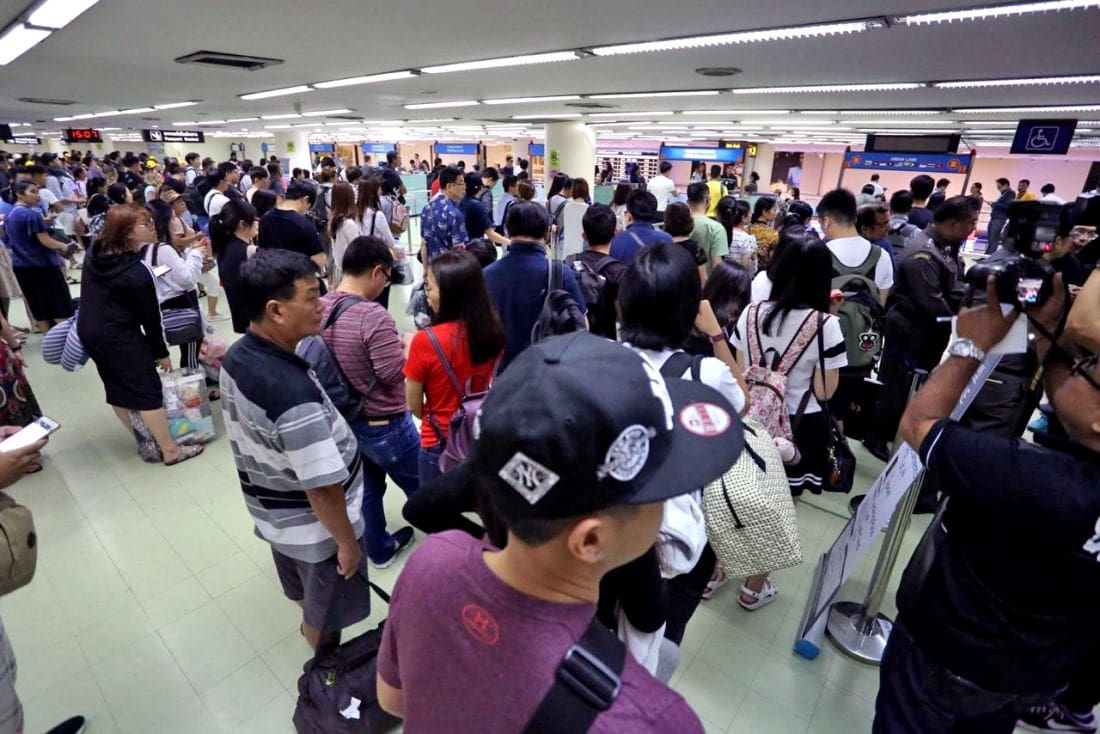 Director and security chief of Don Mueang suspended over assault of Chinese tourist | The Thaiger