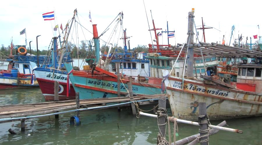 Fishing worker reported hanged on returning boat | The Thaiger