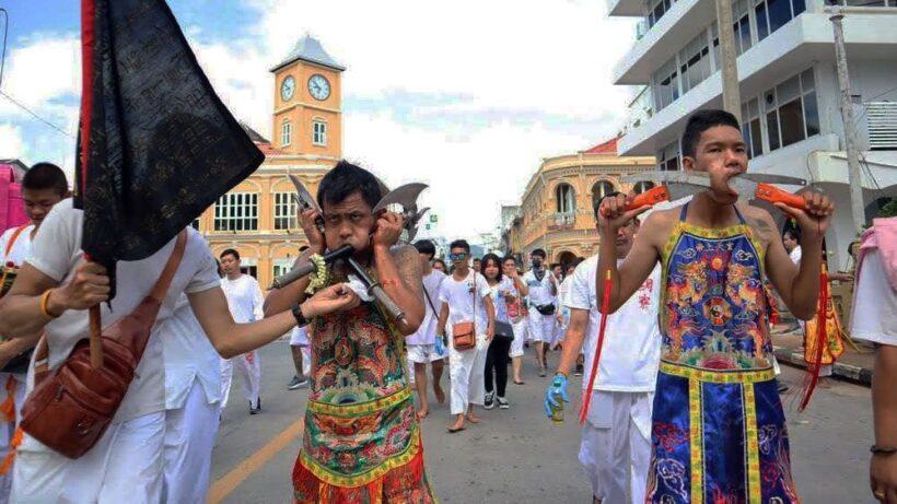 แห่พระรอบเมืองวันสุดท้าย ก่อนพิธีส่งพระ สิ้นสุดกินเจ 9 วัน | News by The Thaiger