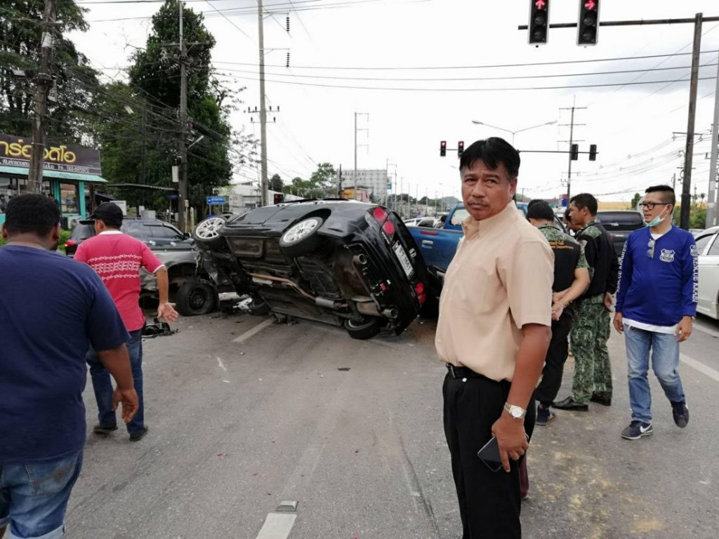 Five vehicles involved in Krabi traffic light pile up | News by The Thaiger