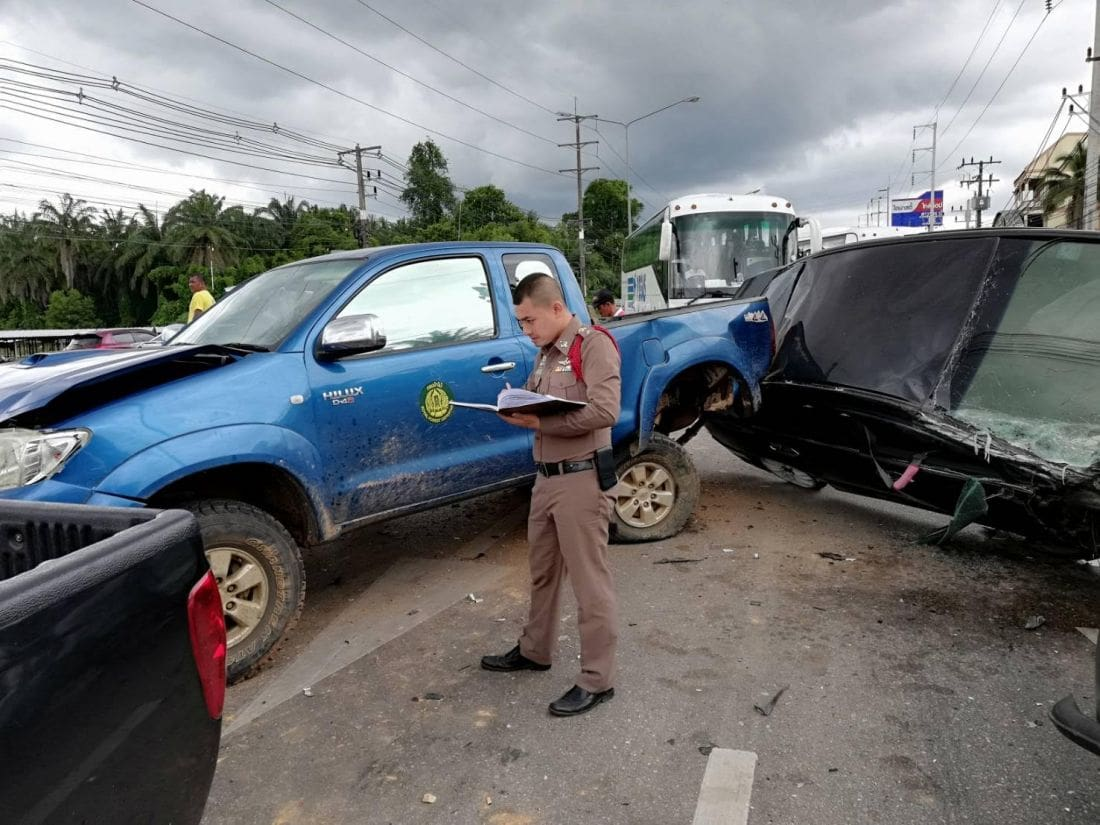 Five vehicles involved in Krabi traffic light pile up | The Thaiger