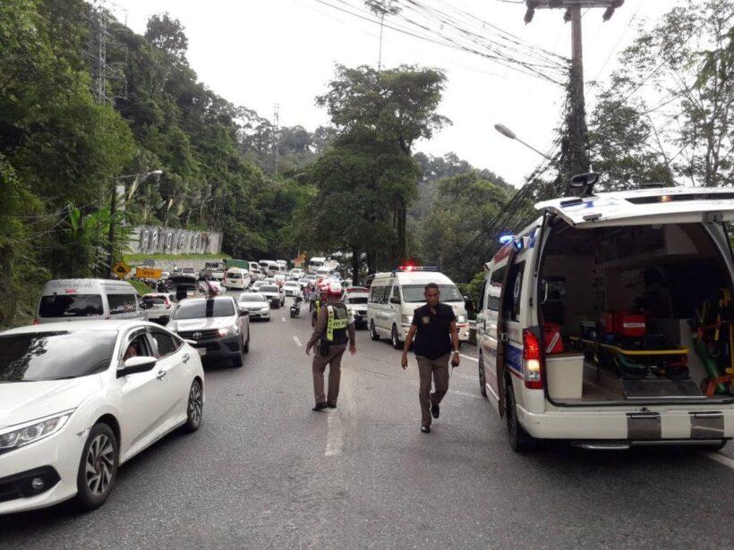 เก๋งเสียหลักชนรถจักรยานยนต์ก่อนพุ่งลงเหวป่าตอง เจ็บ 2 | The Thaiger