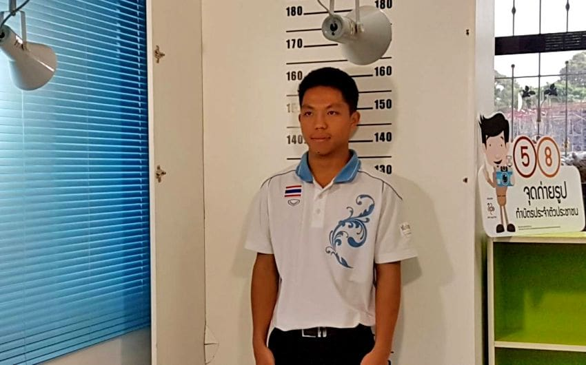 Paper aeroplane champ is now a Thai citizen | News by The Thaiger