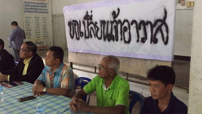 ชาวบ้าน ต.ทับปริก กว่า 200 คน รวมตัวขับไล่เจ้าอาวาส | The Thaiger