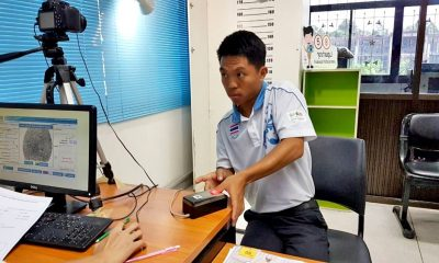Paper aeroplane champ is now a Thai citizen | The Thaiger