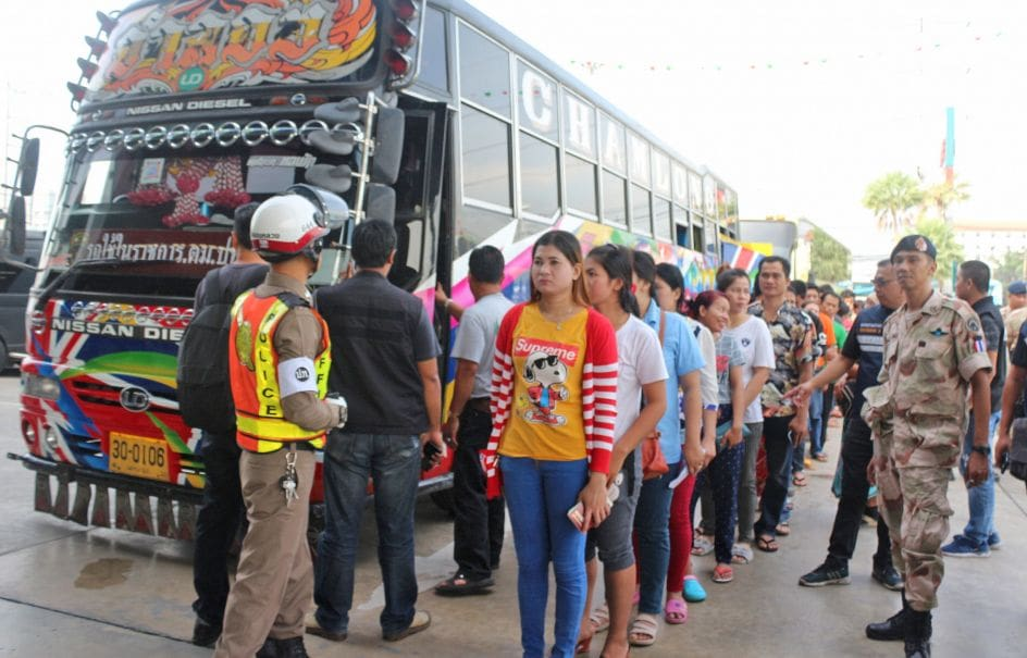 Illegal foreigner crackdown busts 1,000 in Pathum Thani | The Thaiger