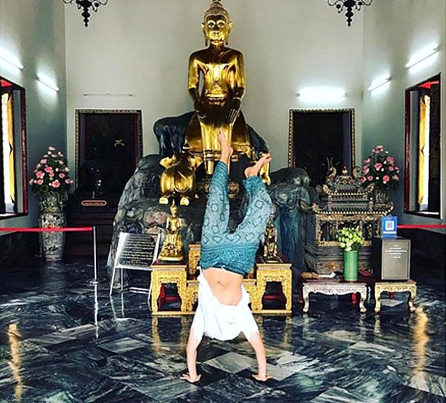 Instagrammer apologises for doing handstand at Wat Pho | The Thaiger