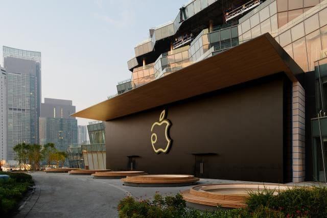 Apple Store ใหม่ กับราคา iPhone รุ่นใหม่ | The Thaiger